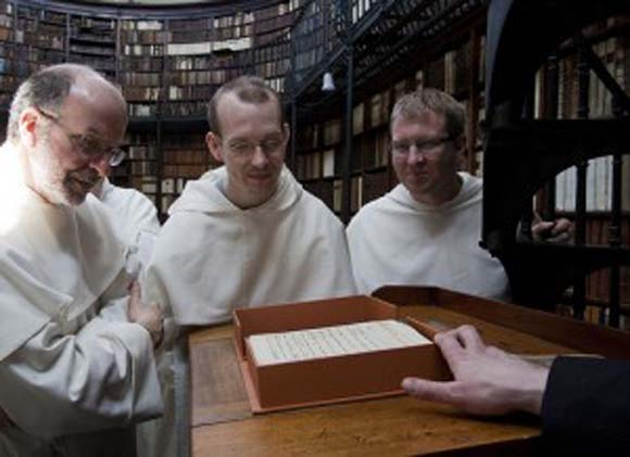 Viewing the Autograph of Newman's Apologia